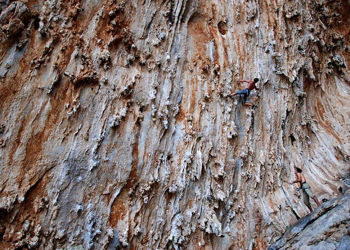 Jean Franco escalando en la Grande Grotta.