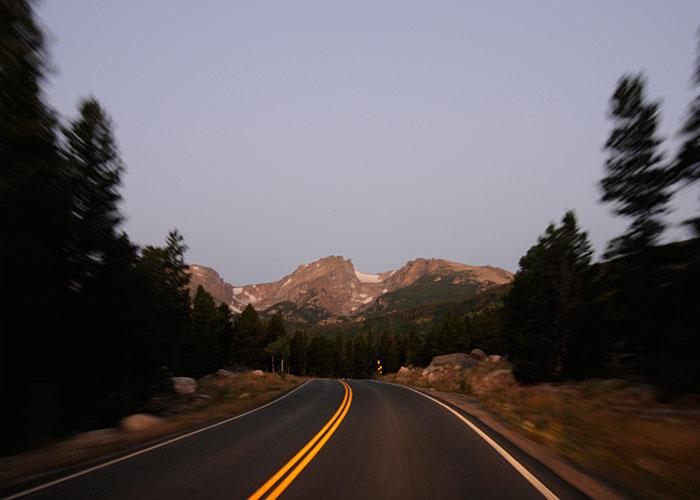 Amanece de camino al Hallett Peak