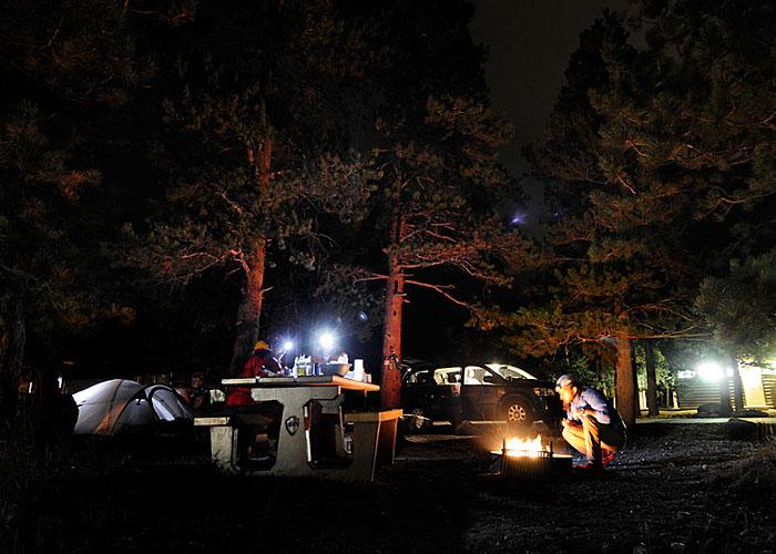 Vida en el Campground. Y un buen fuego para entrar en calor.