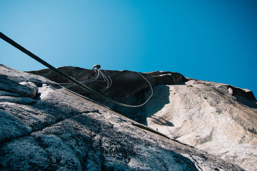 Cuerdas + viento …mala combinación para el Kor Roof.